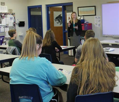 state auditor speaks to HHS students about her job
